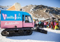 Vanilla Ices Snow Cat with Crowd